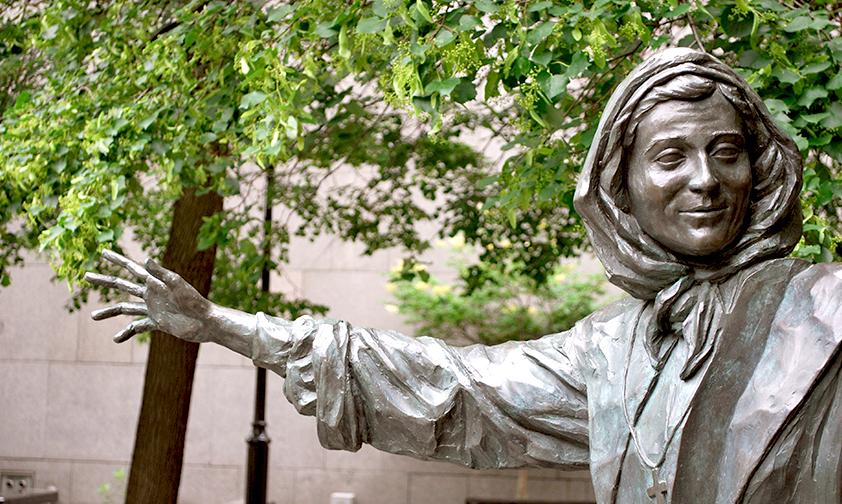 Statue de Ste Marguerite Bourgeoys - Montréal - © Stacey Shintani (CC BY-NC-SA 2.0)